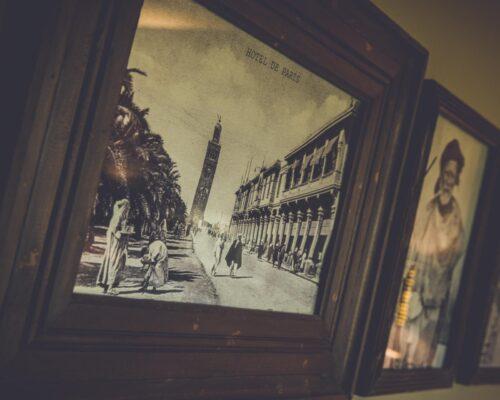 Chambre chocolat La Vie de Cocagne, gravures anciennes de Marrakech