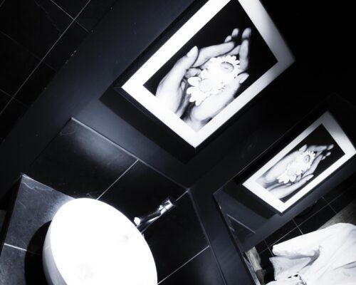 La Vie de Cocagne, salle de bain ardoise gîte de Luxe