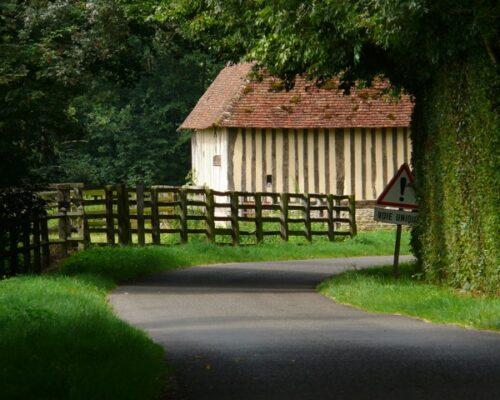 grand champ le château Pays d'Auge Normandie - La Vie de Cocagne
