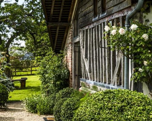 Colombages ajourés, buis, jardin, la Vie de Cocagne, Normandie