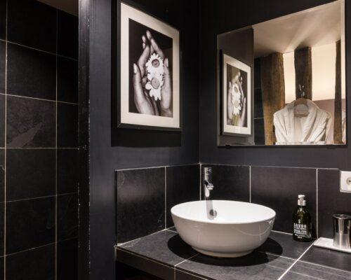 La Vie de Cocagne Normandy, the shower room chocolate bedroolm