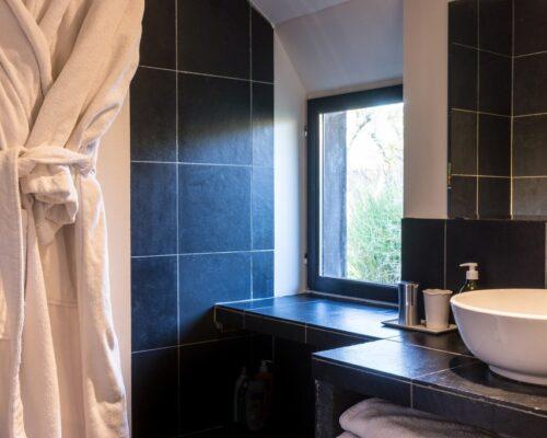Salle de bain ardoises, chambre grise gite de charme